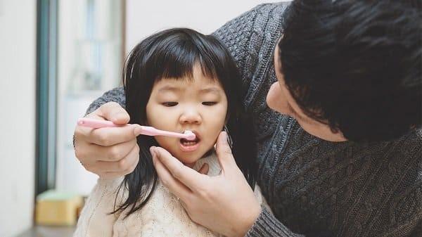 kem đánh răng chứa fluoride