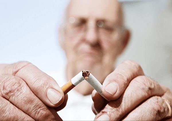 khói thuốc lá là yếu tố chính trong sự phát triển và tiến triển của khí phế thủng