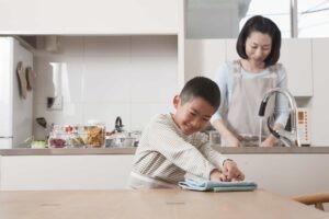 Chịu trách nhiệm về một số công việc gia đình