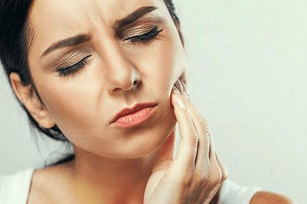 Nên hạn chế nhổ răng khi mang thai