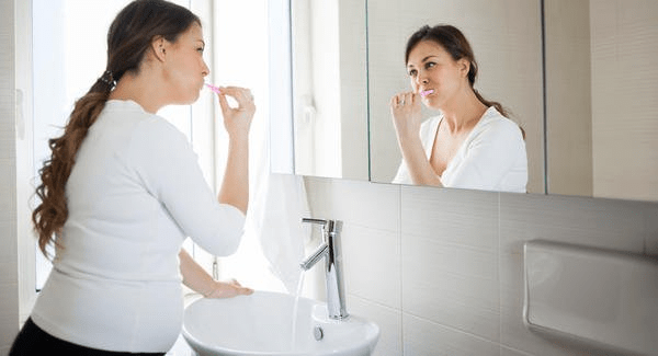 Khi mang thai bạn nên chú trọng đến việc vệ sinh răng miệng