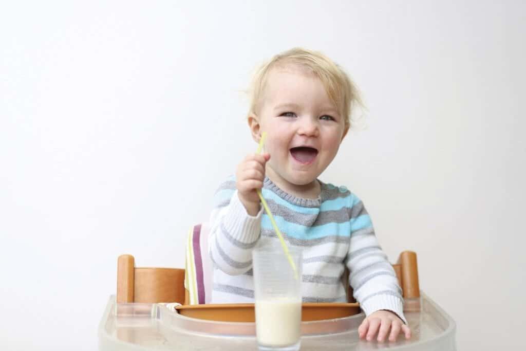 Có nhiều lí do khiến trẻ không thích sữa.