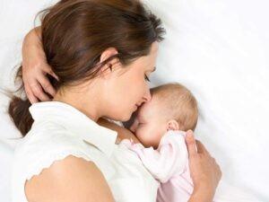Ngưng bú mẹ khi trẻ có dấu hiệu chống đối