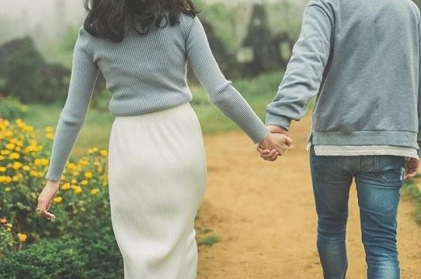 Dành nhiều thời gian nhất có thể để bên cạnh bạn