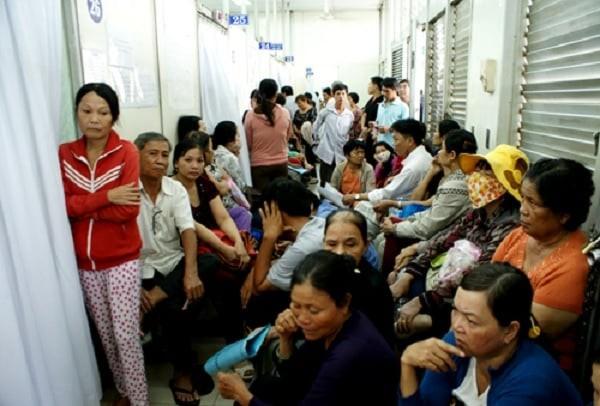 Bác sĩ tư vấn qua điện thoại giúp giảm tải cho bệnh viện