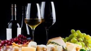 Rượu vang đỏ có thể làm giảm nguy cơ mắc bệnh tim, đột quỵ và tử vong sớm.