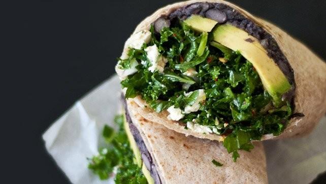 Cách chế biến món Bánh burritos cải xoăn và đậu đen