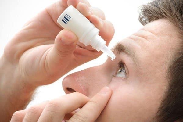 Cách sử dụng các loại thuốc nhỏ mắt sau khi mổ Lasik