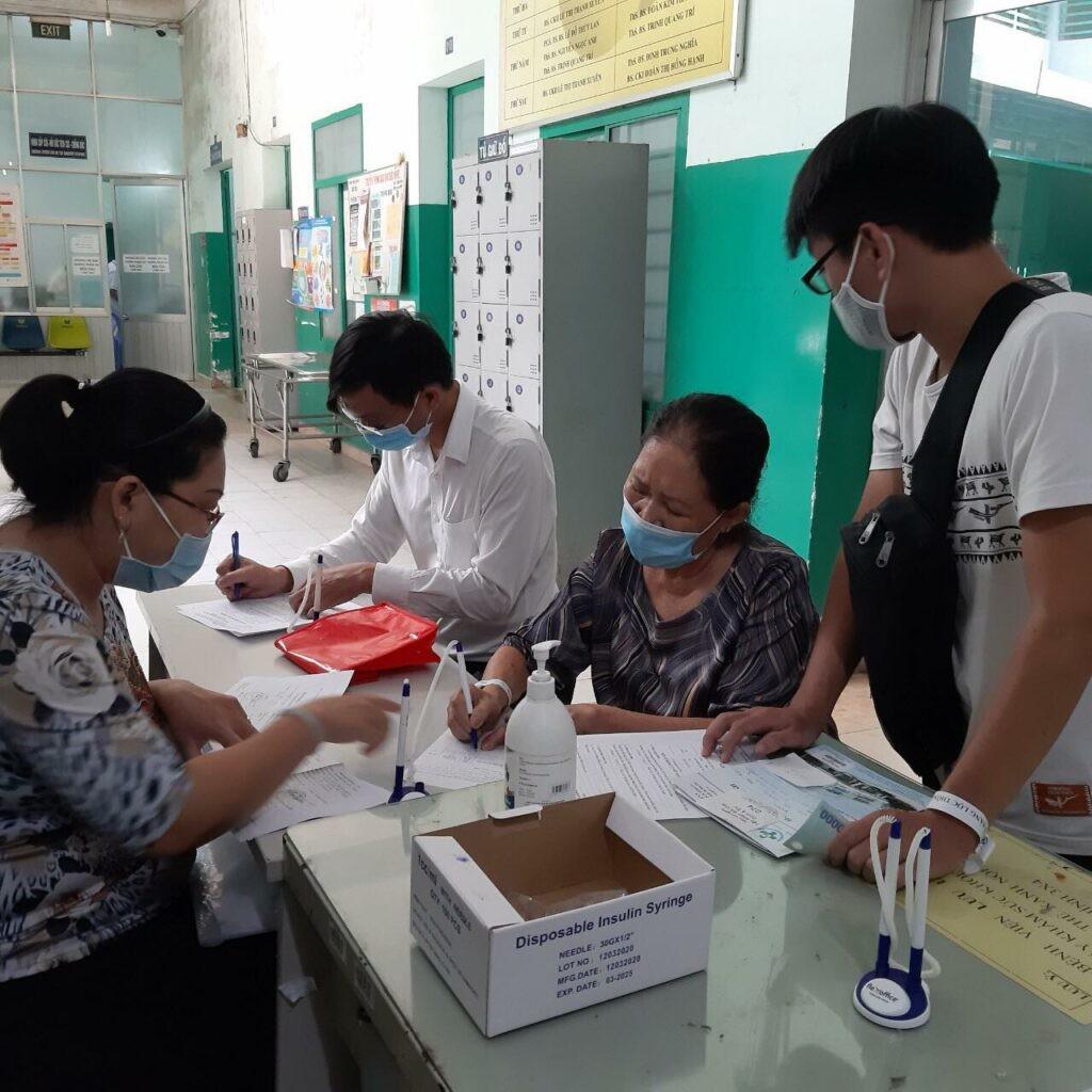 Quang cảnh một buổi đi khám tại bệnh viện Quận 8