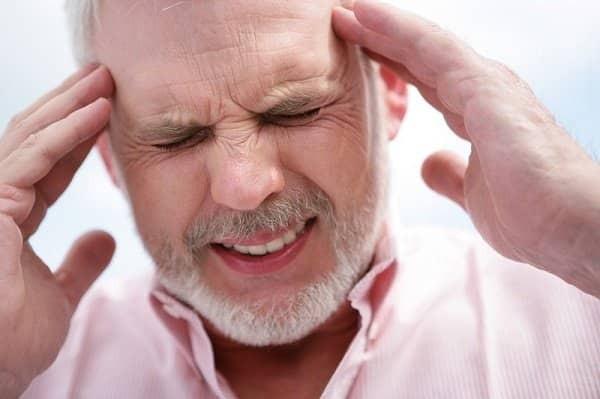 triệu chứng ngộ độc thực phẩm có thể là đau đầu
