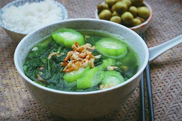 Canh Mồng tơi là món ăn bổ dưỡng cho sức khỏe, trị táo bón.