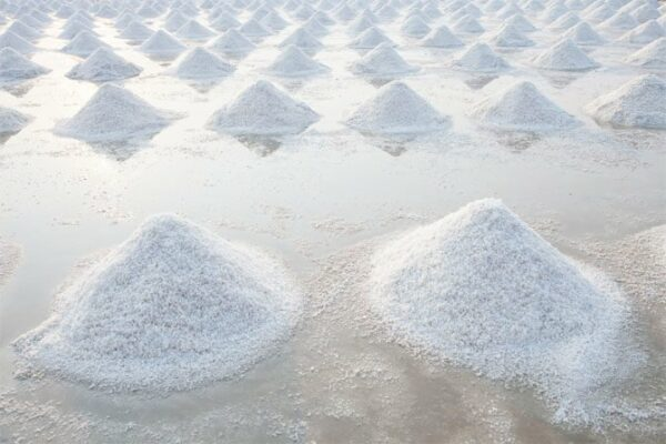 Nguồn muối biển từ thiên nhiên rất dồi dào.