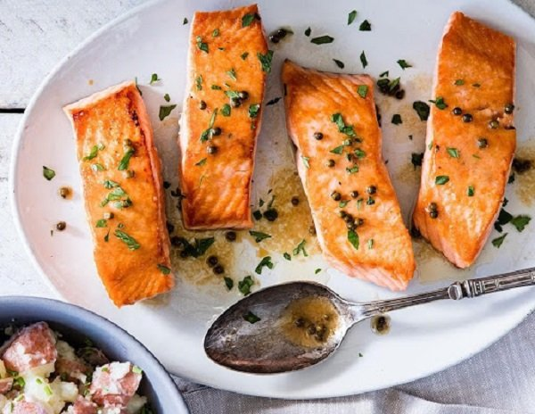 Cá hồi là thực phẩm không thể thiếu trong thực đơn keto
