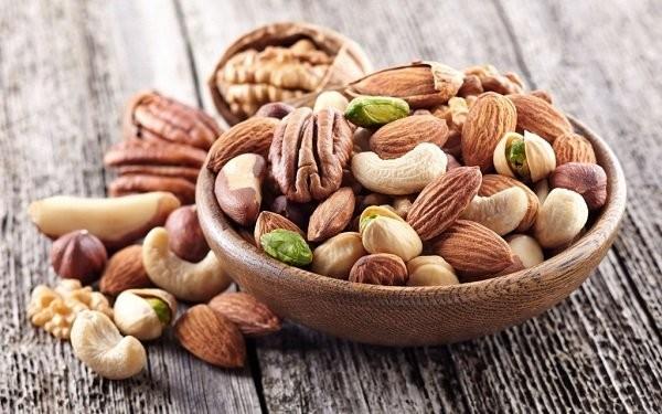 Các loại hạt như óc chó, hạnh nhân, hạt dẻ… cũng cần được bổ sung vào thực đơn keto