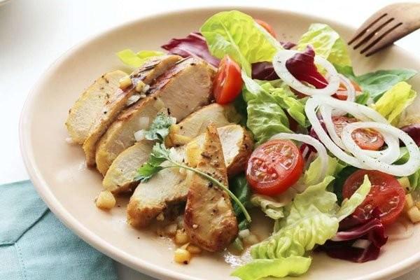 Thịt gà, đặc biệt là phần ức gà rất tốt cho việc giảm cân