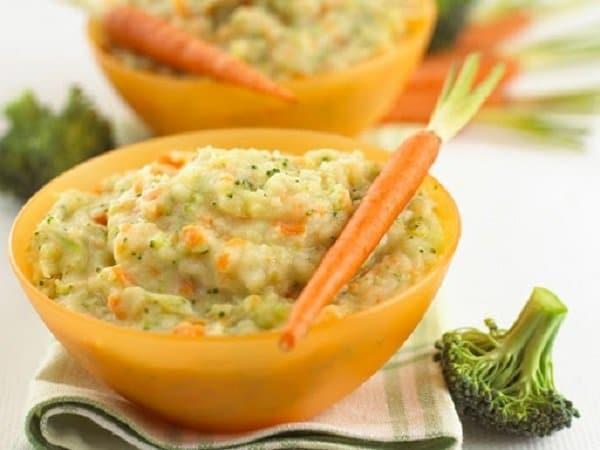 Cá hồi nấu nghiền với cà rốt và tỏi tây