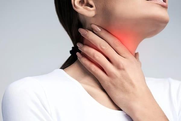 Tác dụng phụ tyrotab có thể gặp phải là gây sưng nhẹ nơi dùng thuốc
