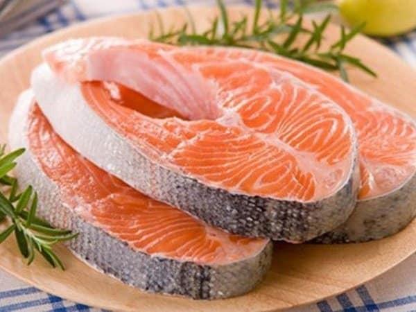 Cá hồi là thực phẩm tốt cho da mụn