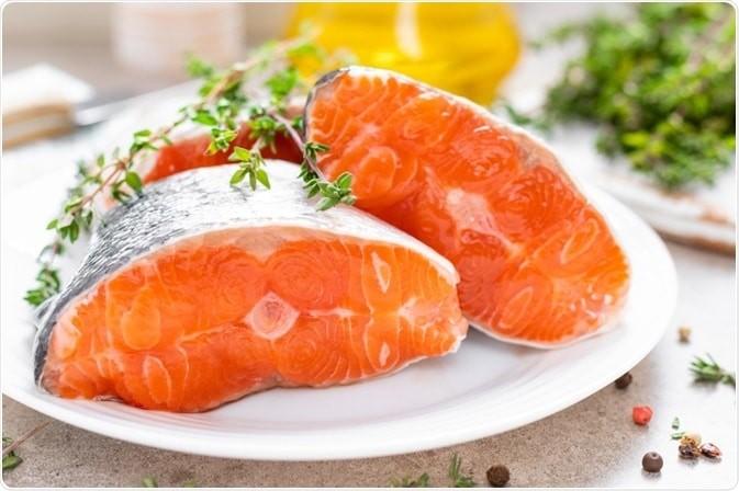 cá là một nguồn tuyệt vời của cả DHA và EPA