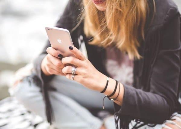 Những tin nhắn và cuộc gọi của bạn phải rất lâu anh ta mới trả lời hoặc gọi lại