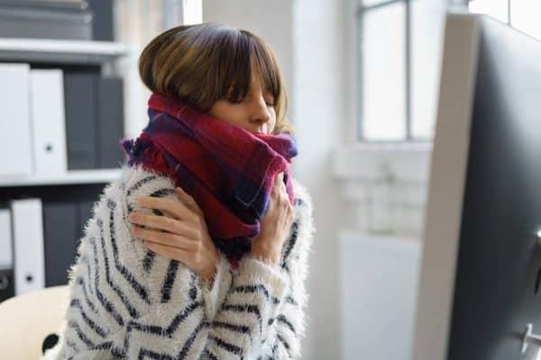 Ớn lạnh cũng có thể là triệu chứng ngộ độc thực phẩm