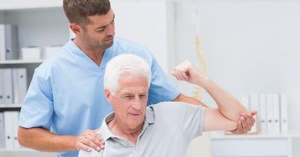 Phục hồi chức năng sau tai biến cần thực hiện dưới sự hướng dẫn của bác sĩ