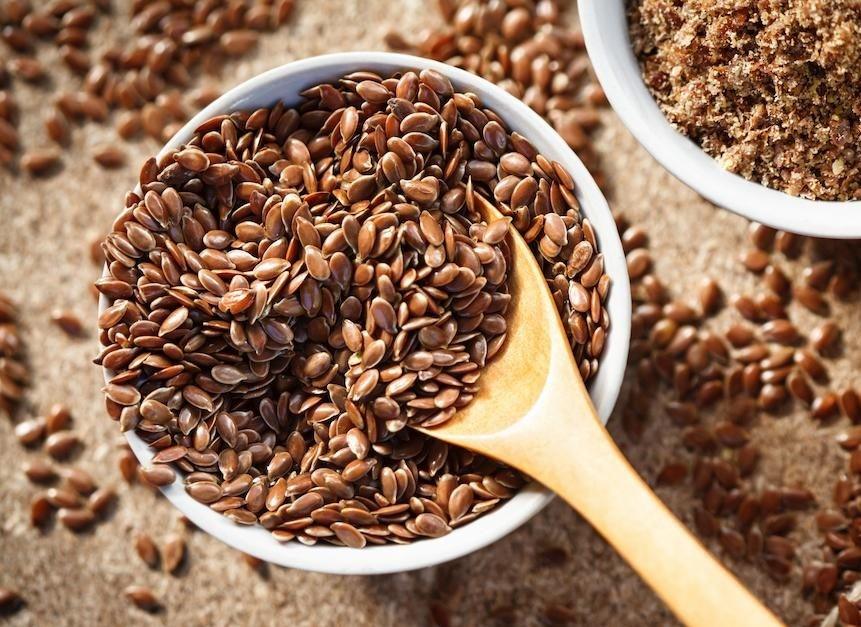 Thêm hạt lanh vào chế độ ăn của bạn là một cách tuyệt vời để tăng lượng protein mà cơ thể có thể hấp thụ đấy nhé!