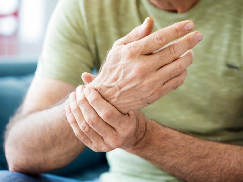 Tê tay, chuột rút là triệu chứng thiếu vitamin B5