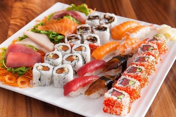Thực phẩm cần tránh cho người ung thư phổi: Sushi và Sashimi