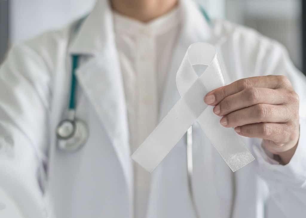 Việc điều trị ung thư phổi không tế bào nhỏ phụ thuộc vào giai đoạn của bệnh.