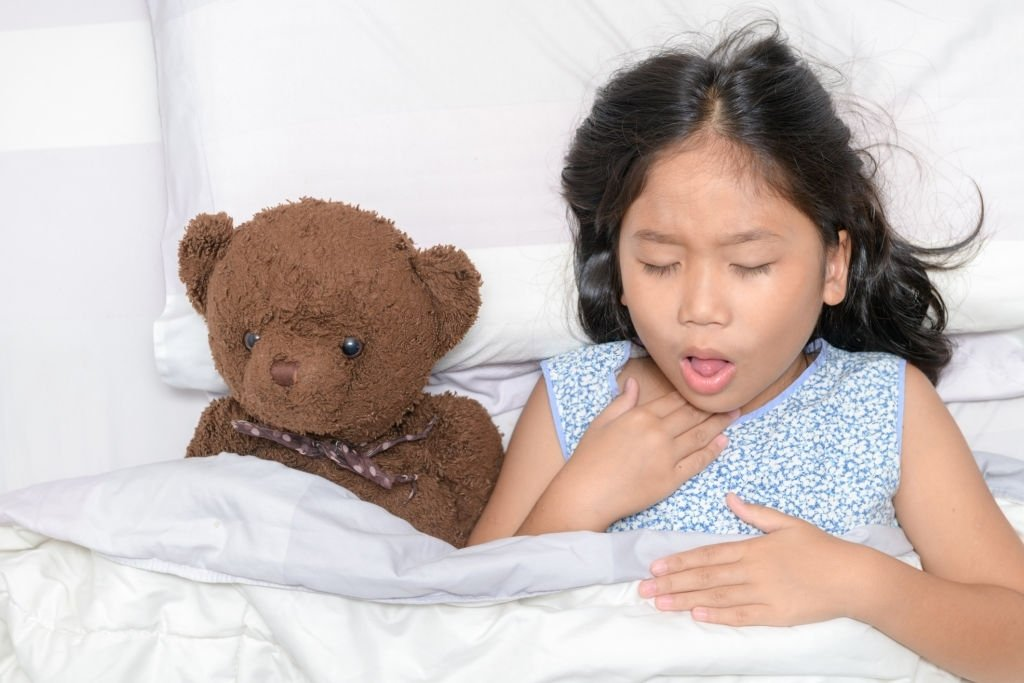 Ho vào ban đêm có thể gây khó chịu cho trẻ
