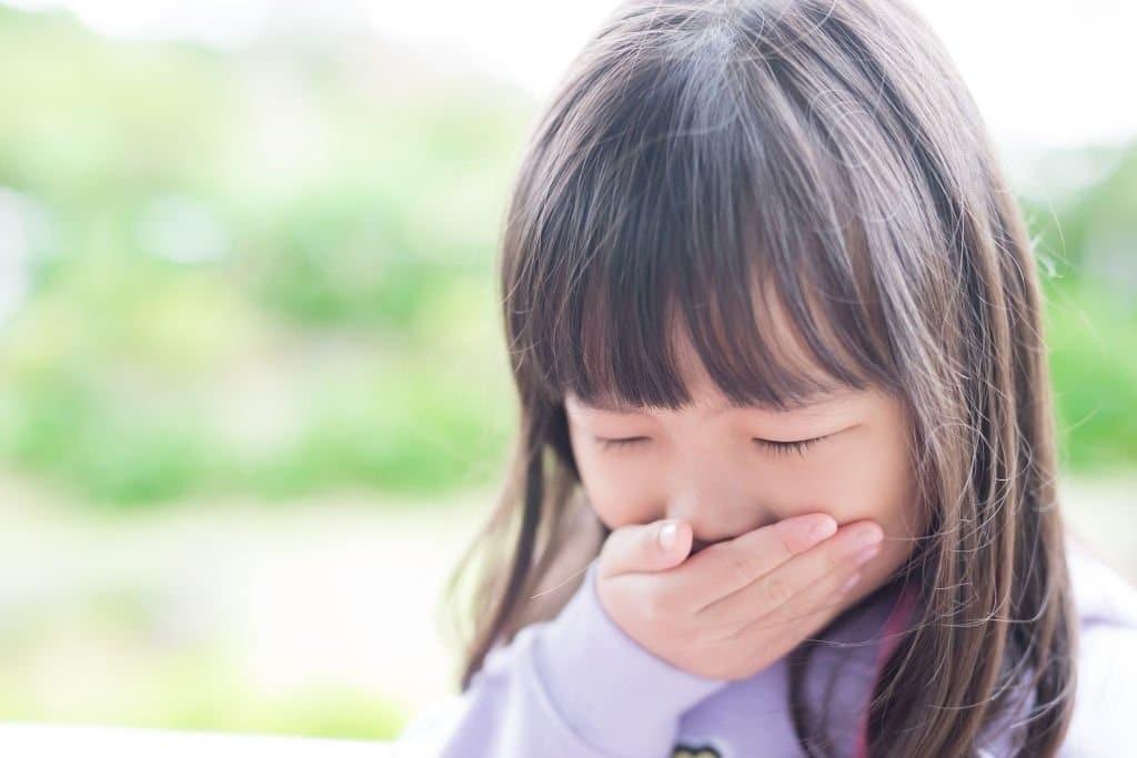 Ho lâu ngày khiến trẻ cảm thấy buồn nôn