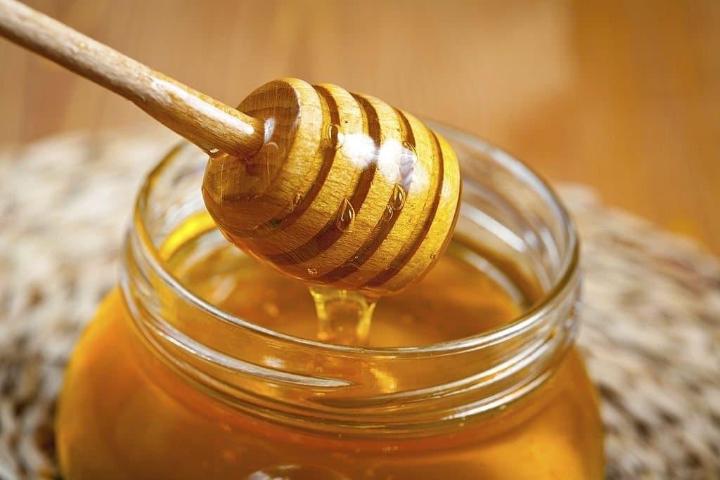Mật ong đã được chứng minh là có đặc tính kháng khuẩn và chống viêm.