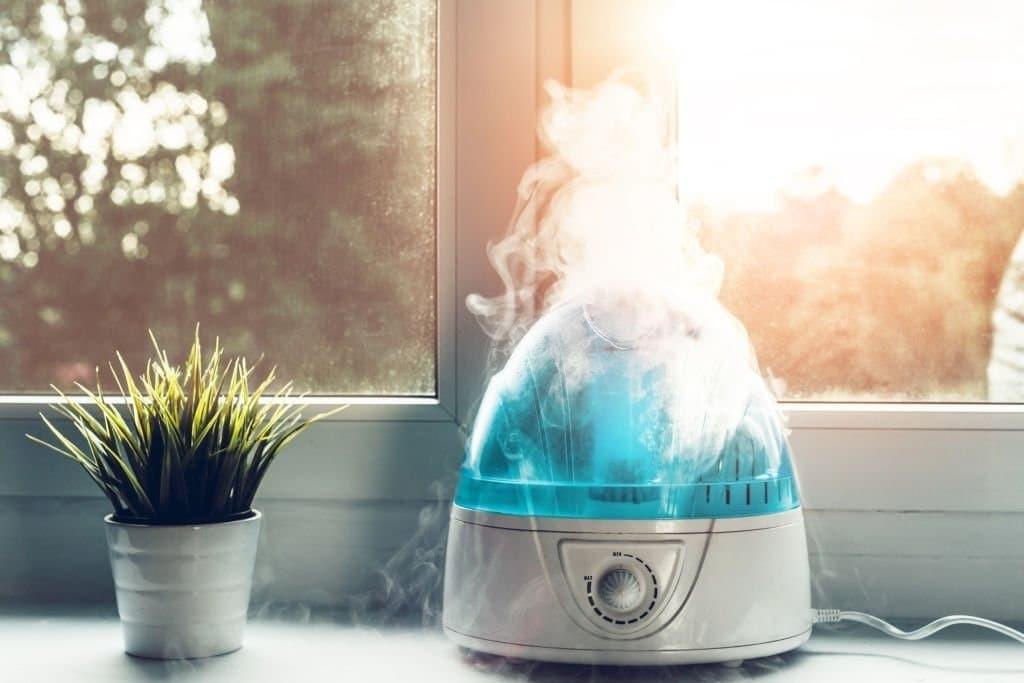 Cho trẻ hít thở không khí ẩm có thể giúp làm lỏng tất cả các chất nhầy gây tắc nghẽn.