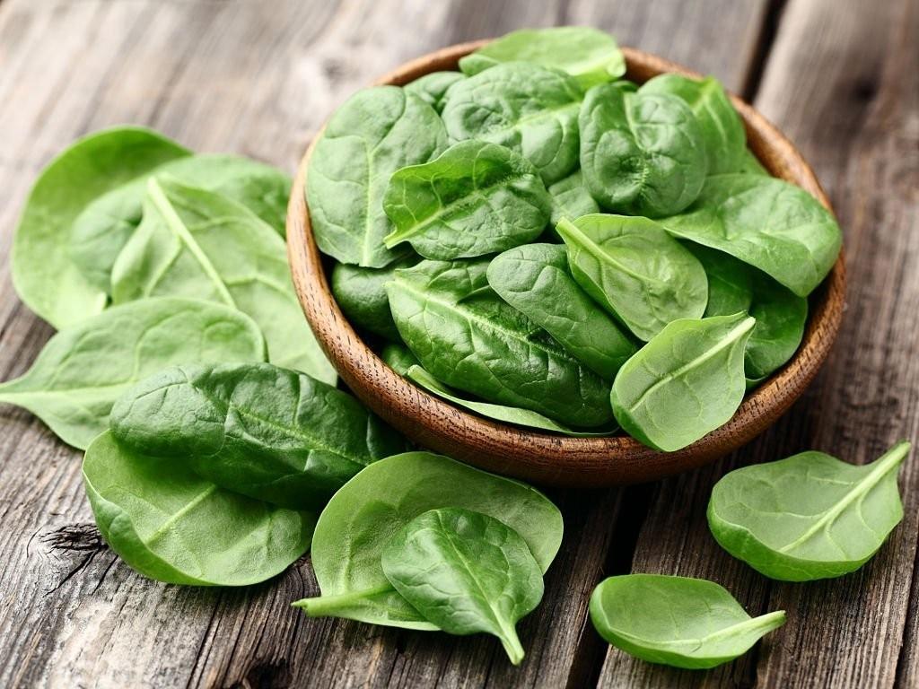 Rau chân vịt là một trong những siêu thực phẩm chứa nhiều vitamin và khoáng chất nhất.