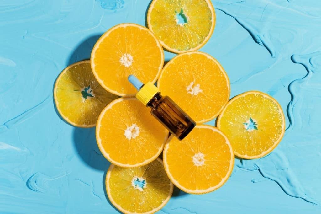 Serum vitamin C rất được phụ nữ ưu chuộng trong làm đẹp