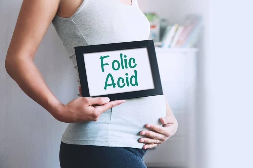 Bổ sung axit folic đặc biệt quan trọng trước và trong khi mang thai