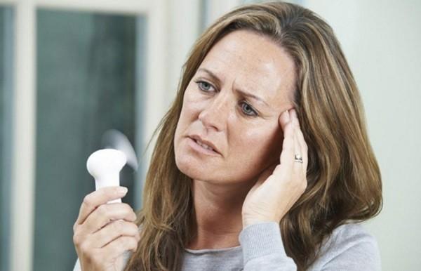 9 dấu hiệu tiền mãn kính sớm bạn cần biết