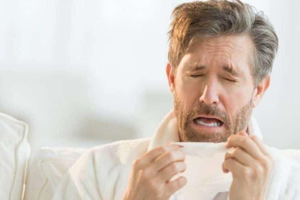 Triệu chứng giống cúm có thể là dấu hiệu cảnh báo viêm tuyến tiền liệt