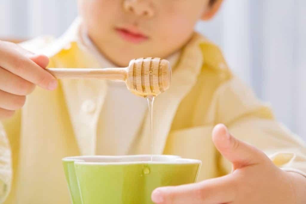 Mật ong phù hợp cho trẻ từ 1 tuổi trở lên