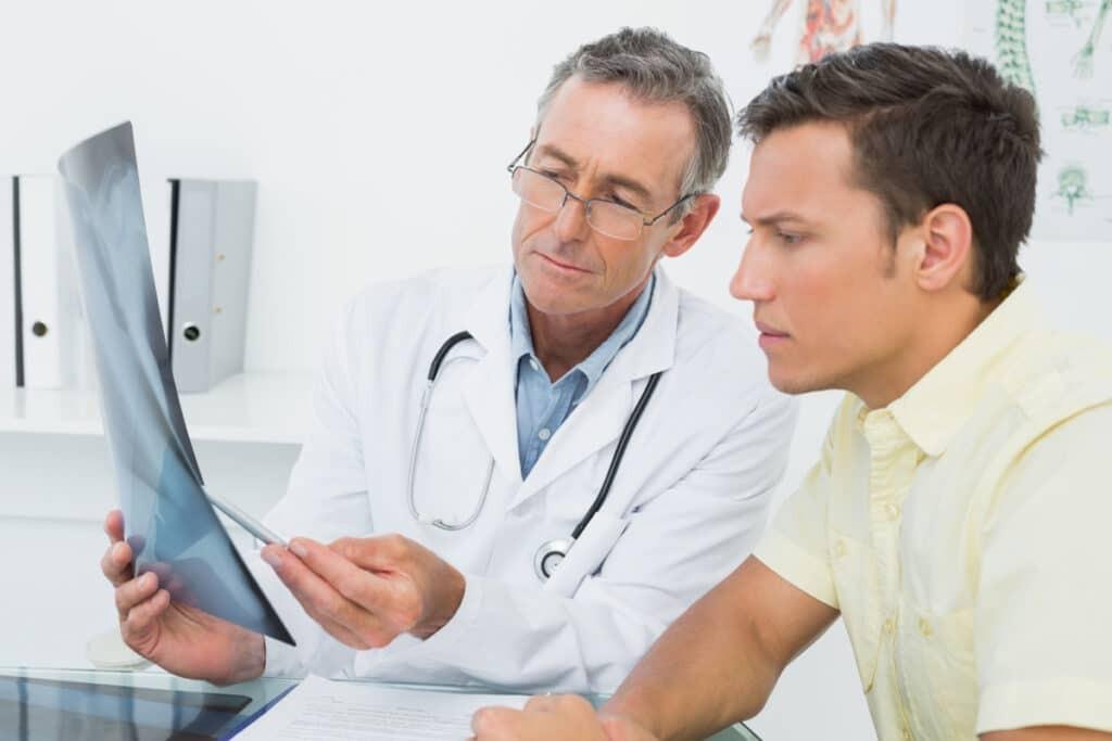 Một trong những yêu cầu sau điều trị phì đại tuyến tiền liệt là tái khám