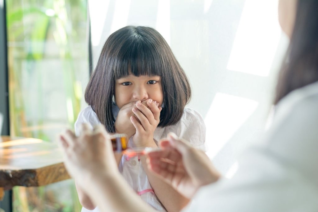 Thông thường, bạn không cần cho trẻ dùng thuốc chữa ho