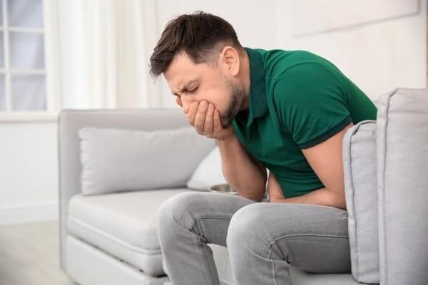 Sau khi uống thuốc tẩy giun cần theo dõi tình trạng sức khoẻ