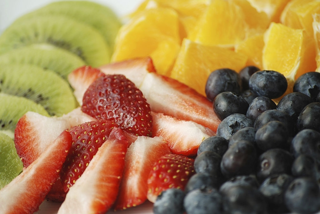 Flavonoid hay vitamin P được tìm thấy trong trái cây, rau, trà, cacao và rượu vang