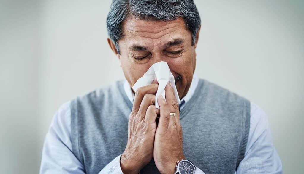 Dấu hiệu giống cảm cúm có thể là một triệu chứng của viêm tuyến tiền liệt