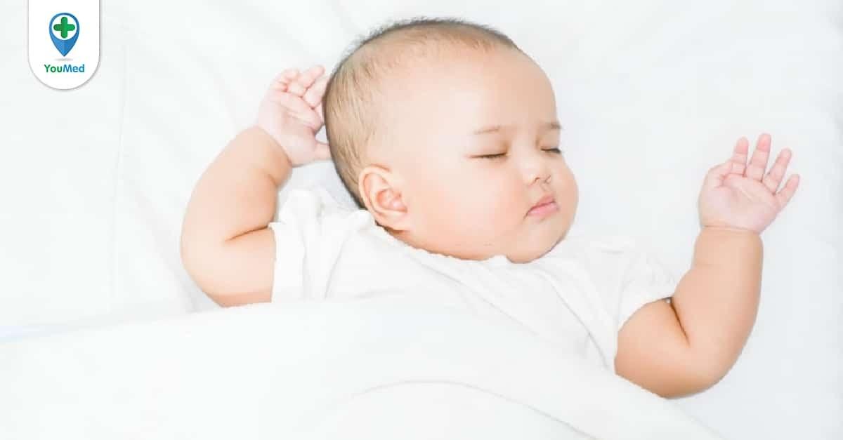 Bạn có nên cho trẻ sơ sinh nằm gối hay không?