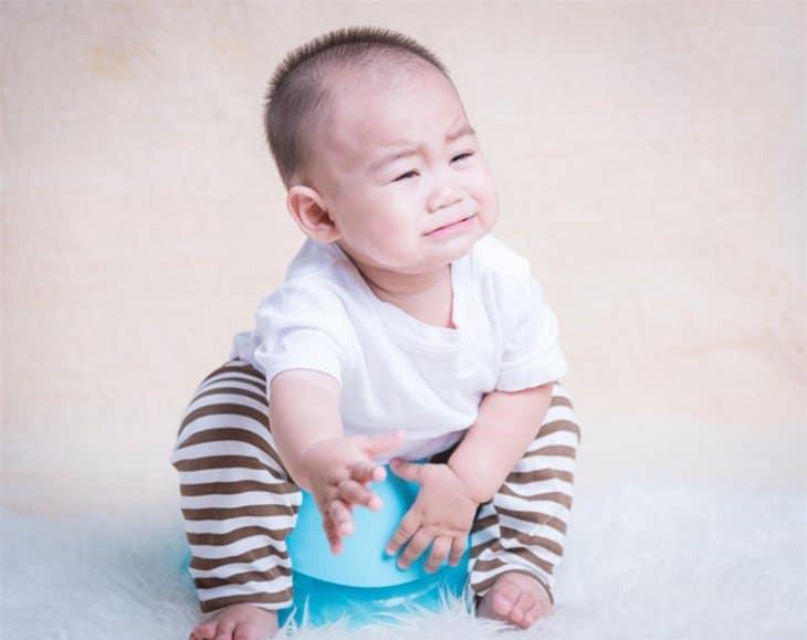 Tiêu chảy là triệu chứng thường gặp sau khi trẻ uống vắc xin Rota