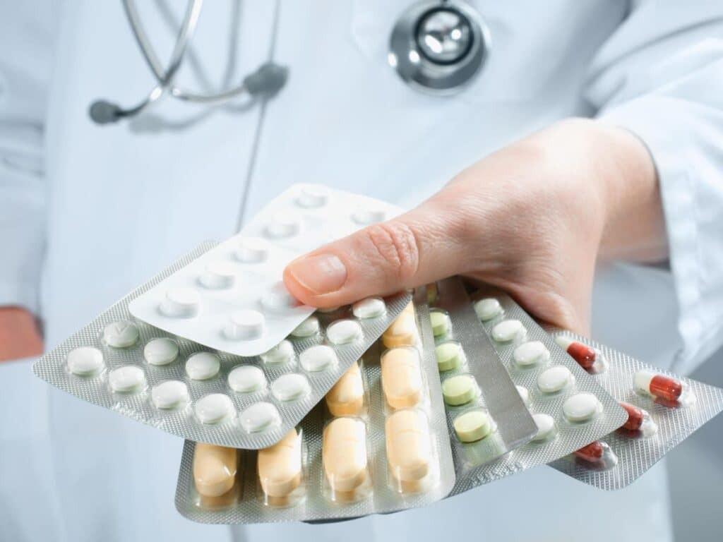 Điều trị viêm tuyến tiền liệt bằng thuốc đang là phương pháp rất phổ biến