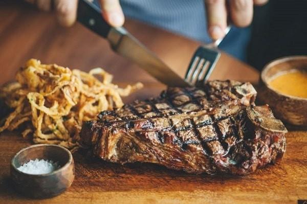 Chế độ ăn ít chất xơ, giàu đạm và mỡ động vật làm tăng nguy cơ ung thư đại tràng