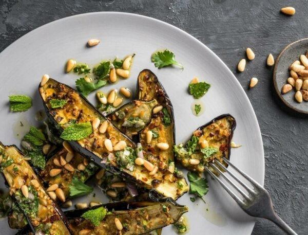 Có thể chế biến cà tím thành nhiều món ăn bổ dưỡng khác nhau.